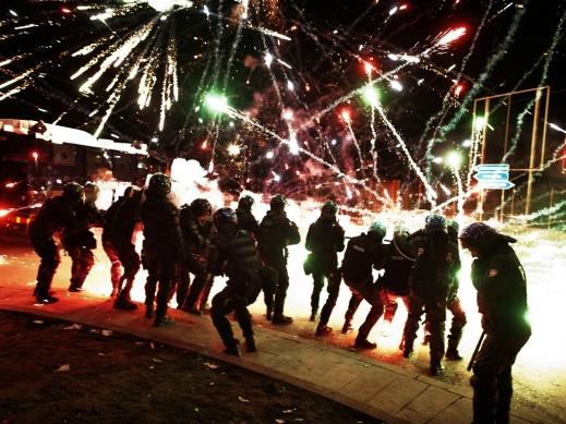 Italian-riot-police-take--006