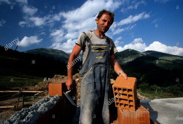 a-builder-working-with-brick-layers-at-a-construction-site-in-kosovo-AKBK9C